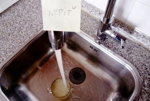 Voda vo verejnom vodovode v Kalnej nad Hronom bola niekoľko dní nepitná.