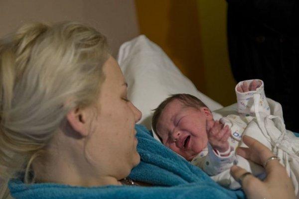 Šťastná mamička s bábätkom.