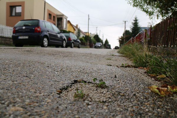 Cesta je podľa obvyateľov Hornoulickej ulice životu nebezpečná.