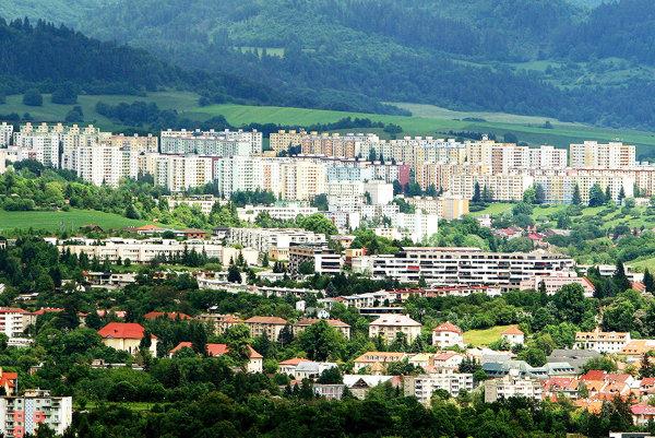 Koľko ľudí žije vobciach či mestách bez trvalého pobytu, samosprávy zväčša netušia.