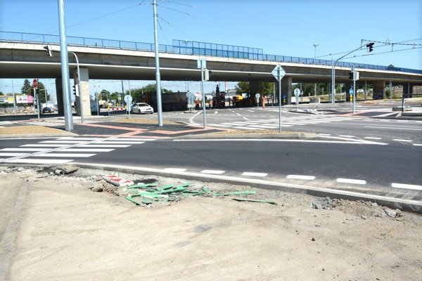 Križovatka VSS v pondelok, v deň avizovaného stavebného dokončenia.