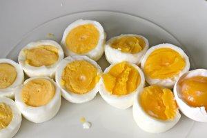 Vajíčko sa na Veľkú noc rozdelilo na toľko častí, koľko mala rodina členov.