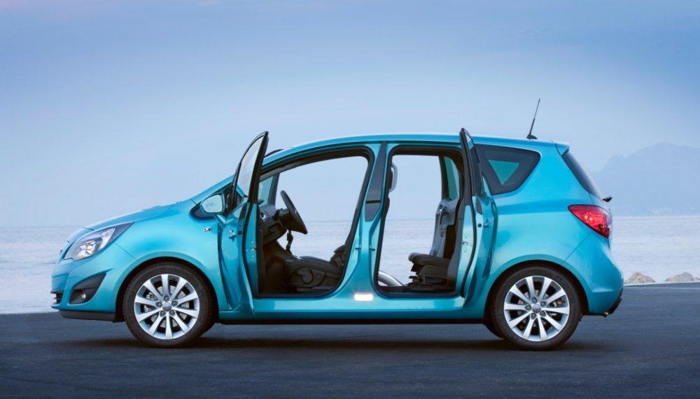 Opel Meriva druhej generácie s opačným otváraním druhého páru dverí.