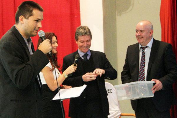 Obľúbený Vianočný turnaj MY novín vyžreboval Jozef Kliment, generálny sekretár SFZ.