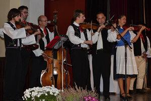Folklórna skupina Likava z Likavky.