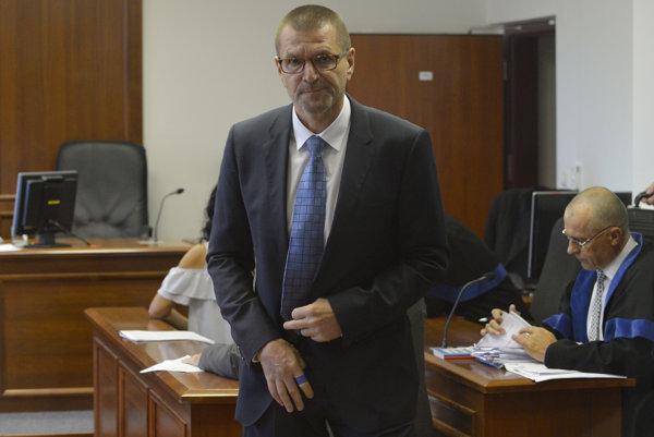 Bývalý minister výstavby Igor Štefanov na Špecializovanom trestnom súde počas pojednávania.