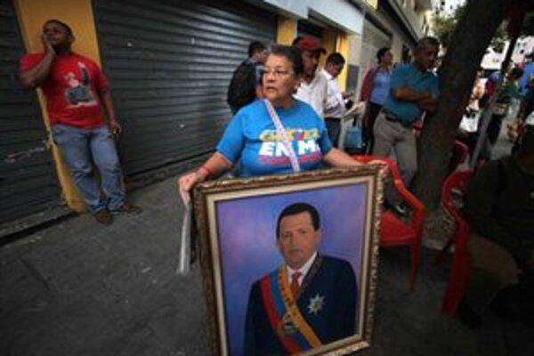 Priaznivci Huga Cháveza sa zhromažďujú na námestí v Caracase po jeho návrate do vlasti.