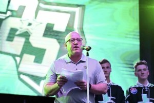 Zástupca komisára NHL Bill Daly.