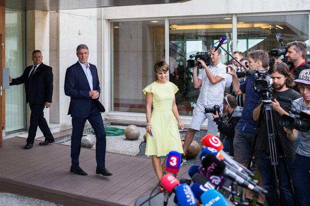 Béla Bugár prichádza informovať novinárov o výsledkoch zasadania koaličnej rady.