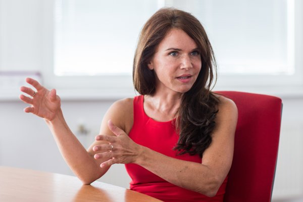 Katarína Fedorová je predsedníčka občianskeho združenia Hematologický pacient. Vedie viacero právnych poradní pre pacientov s rôznymi ochoreniami. Absolvovala magisterské štúdium na Právnickej fakulte Trnavskej univerzity a doktorandské štúdium na Právnickej fakulte Masarykovej univerzity v Brne.