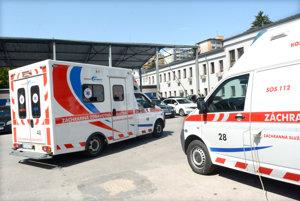 Ministerstvo zdravotníctva plánuje obstarať 152 sanitiek pre štátne záchranky v Bratislave a v Košiciach za vyše 35 miliónov eur.