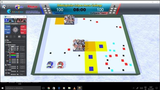Súťažili na počítači aj s reálnymi robotmi. Virtuálna (vľavo) aj reálna časť dajú poriadne zabrať. Vyžadujú si dlhé hodiny programovania.