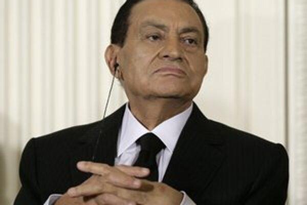 Mubarakovi súd v júni minulého roka vymeral doživotný trest za krvavé potláčanie vzbury proti jeho režimu, ktorá sa niekoľko mesiacov predtým skončila smrťou približne 850 ľudí.