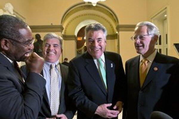 Snemovňa reprezentantov schválila pomoc tri mesiace po ničivom hurikáne.