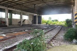 Priamo do mlynu viedli železničné koľaje, vlaky odtiaľ pokračovali s nákladom.