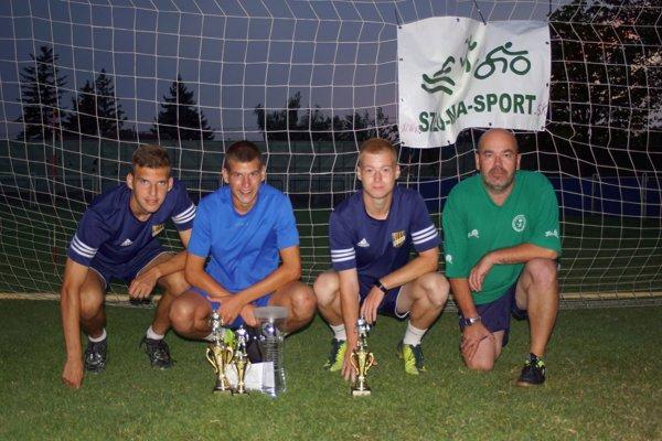 Na zábere po vyhodnotení súťaže zľava Barnabás Vida, Richard Both, Dávid Simon a Árpád Balogh.
