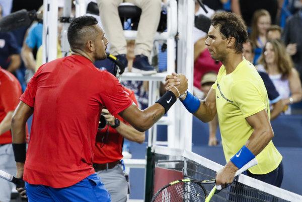Rafael Nadal gratuluje Nickovi Kyrgiosovi.