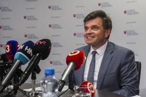 Po škandále s prideľovaním prostriedkov z eurofondov na vedu a výskum oznámil minister Peter Plavčan, že odstúpi z funkcie.