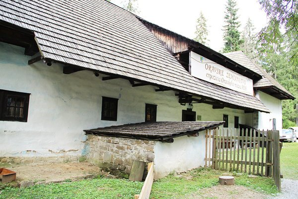 Zemianska kúria zVyšného Kubína. Je to kópia, originál stojí na pôvodnom mieste.
