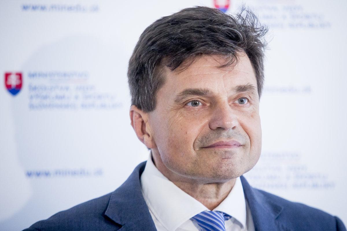 Plavčan radí na ministerstve ďalej, polícia sa pri eurofondoch nepohla - domov.sme.sk