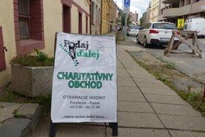 Charitatívny obchod je na Jarkovej ulici v Prešove.