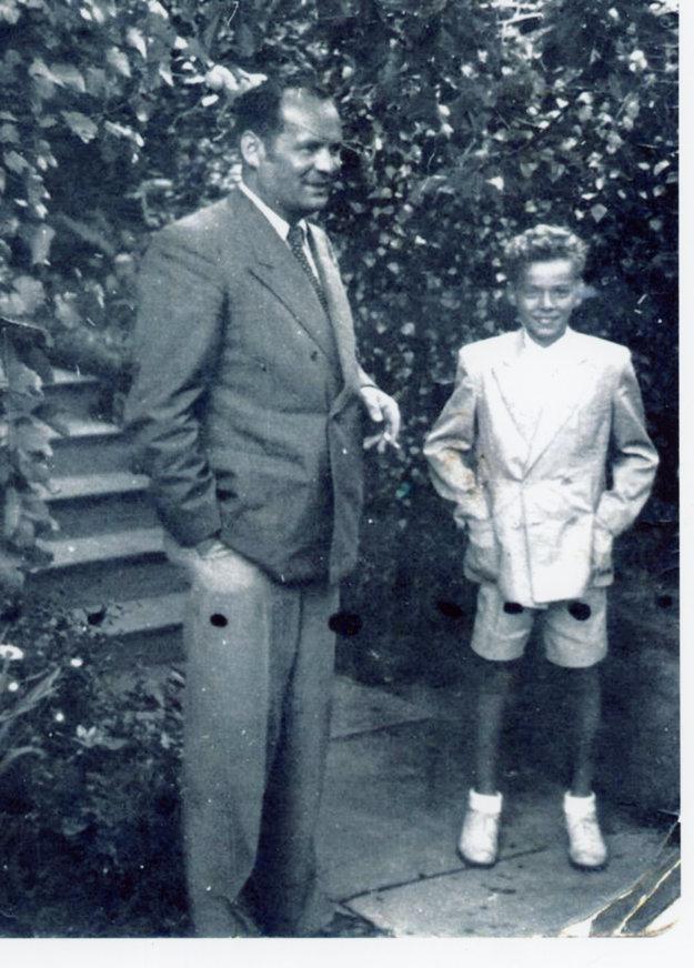 Otec Imrich Karvaš so synom Milanom.