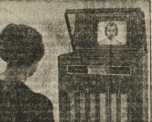 Dobová fotografia z roku 1937 zachytávajúca počiatky televízie.