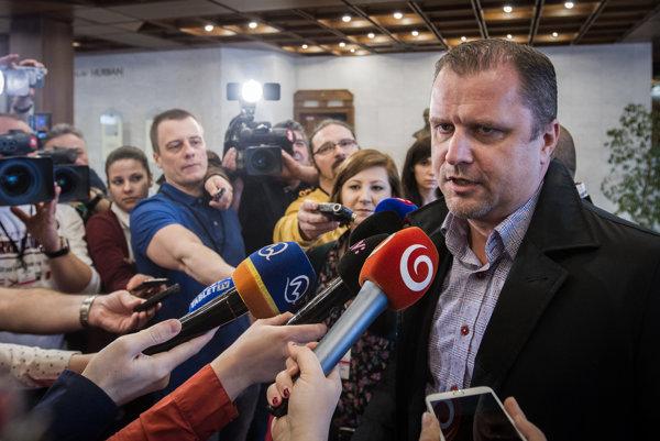 Podpredseda parlamentu Andrej Hrnčiar z klubu Mosta-Híd by volil iný spôsob komunikácie než predseda SNS Andrej Danko.
