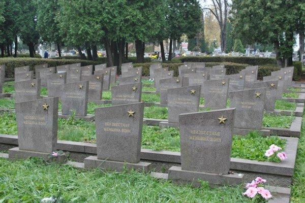 Vojenský cintorín v Košiciach, sem po exhumácii previezli a pochovali stovky vojakov, ktorí padli v 2. svetovej vojne.