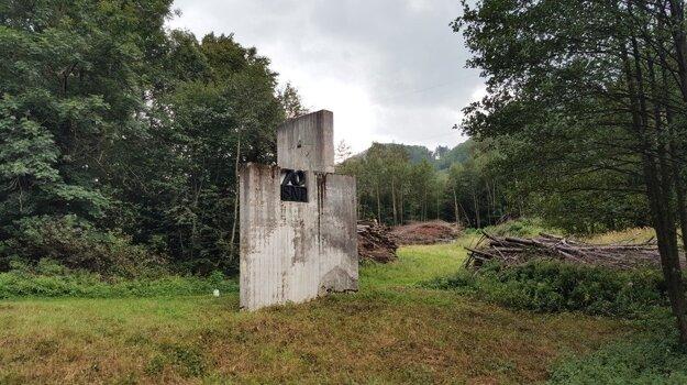 Pamätník po úprave okolia.