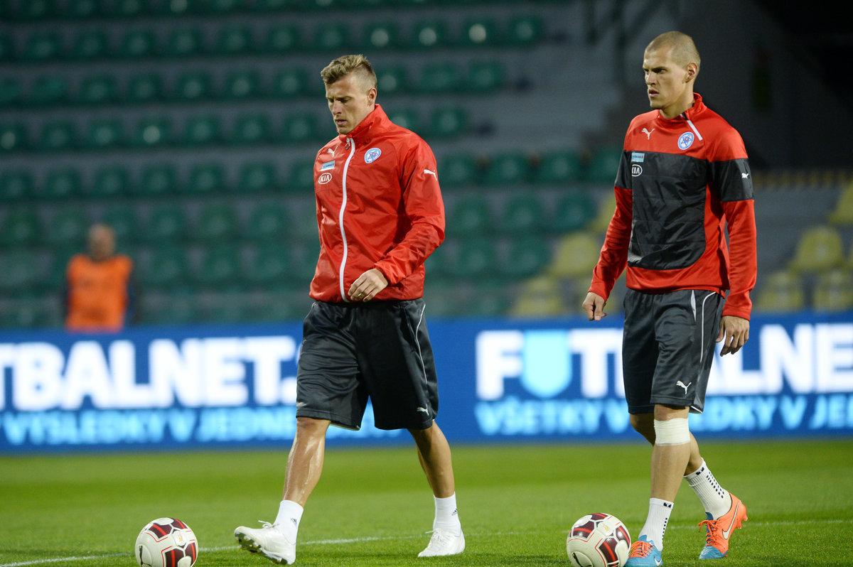 a0bacd32b5284 Absencia Martina Škrtela (vpravo) a Jána Ďuricu spôsobila trénerovi Jánovi  Kozákovi starosti.