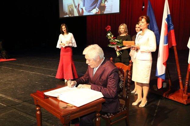 Ocenili ho. Slávny rodák z Prešova dostal tohto roku Cenu primátorky.