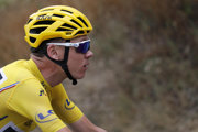 Na snímke z Tour de France 2017 Chris Froome v žltom drese.