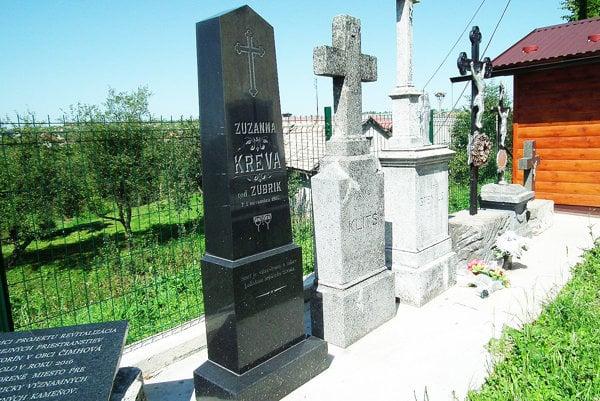 Staré náhrobky nie sú obyčajné kamene, Čimhovčania im vzdali patričnú úctu.