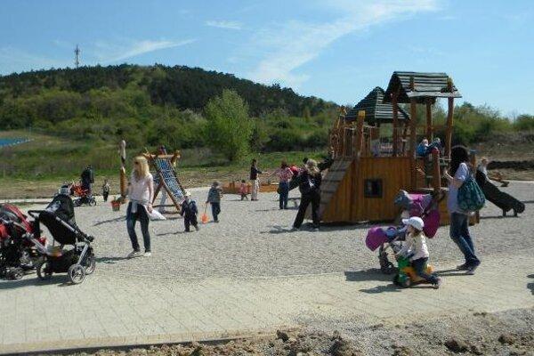Športovo-kreatívne popoludnie v parku pod Borinou pripravuje na sobotu Nitrianska komunitná nadácia.
