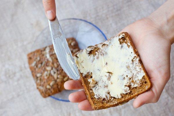 Testy spotrebiteľskej organizácie dTest odhalili, že maslo rovnakej značky bolo kvalitnejšie v Česku.