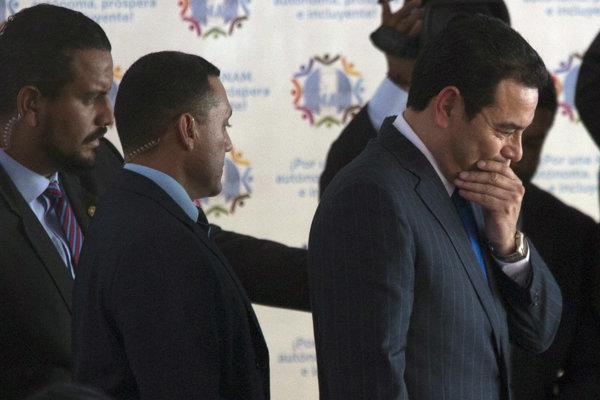 Guatemalský prezident Jimmy Morales (vpravo) je podozrivý z nezákonného financovania kampane.