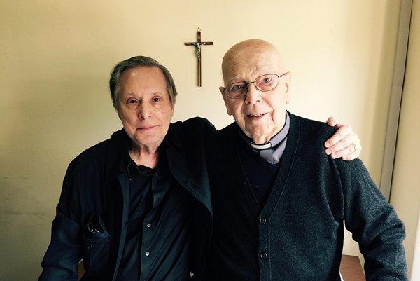 Režisér William Friedkin a kňaz Gabriel Amorth.
