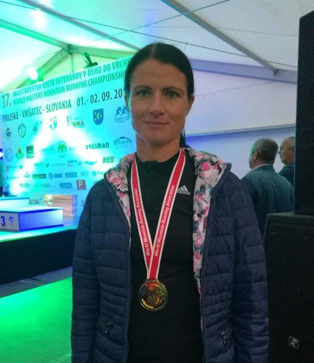 Radka Prívarová so zlatou medailou.