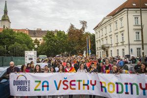 Dúhový pochod Pride, na ktorom vystúpil s príhovorom aj Ondrej Prostredník.