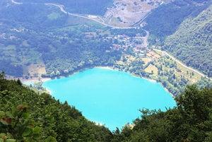 Jazero Lago Di Garda v Taliansku. Patrí k najpríťažlivejším miestam Európy.