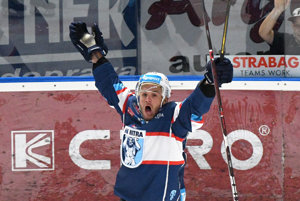 Radosť novej posily Nitry Anthonyho Lucianiho po góle v zápase 2. kola hokejovej Tipsport ligy.