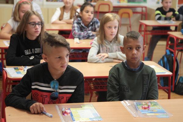 Žiakov z Hollého rozdelili do deviatich základnách škô.