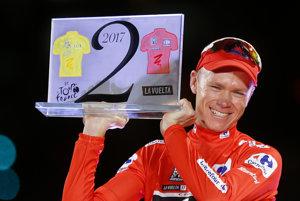 Chris Froome s cenou, ktorá mu pripomína, že v jednom roku vyhral Tour de France aj Vueltu.