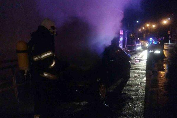 Požiar auta na Bratislavskej.
