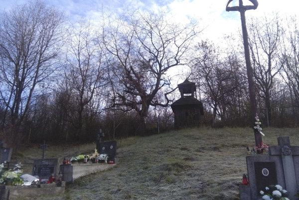 Zvonička na starom cintoríne v časti Dolná Huta.