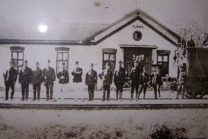Prvá vlaková stanica bola v Turanoch.