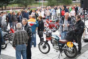 Výstava motocyklov podnietila mnohých návštevníkov aj k spomienkam.