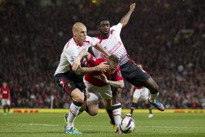 Kolo Toure (vpravo) hral v FC Liverpool aj s Martinom Škrtelom.