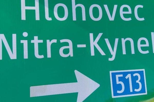 Na ceste aktualizujú dopravné značenie.